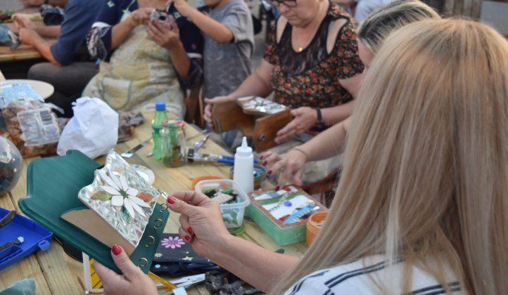 Feria de artesanos de la Semana de la Cerveza de Paysandú y Bus Turístico. Fotos: Soledad Espíndola.