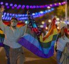 Festejos por el triunfo de Biden en California. 7/11/20. Foto: David Mcnew / AFP.